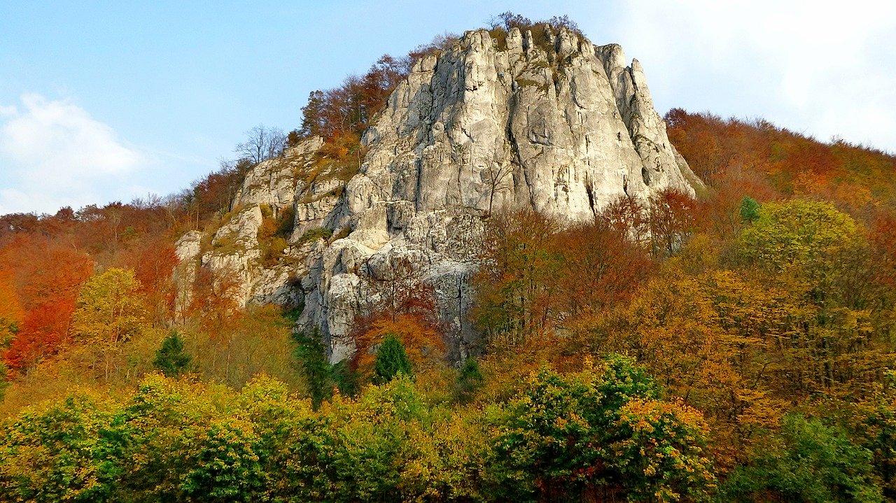 Wapienne skały Sokolicy
