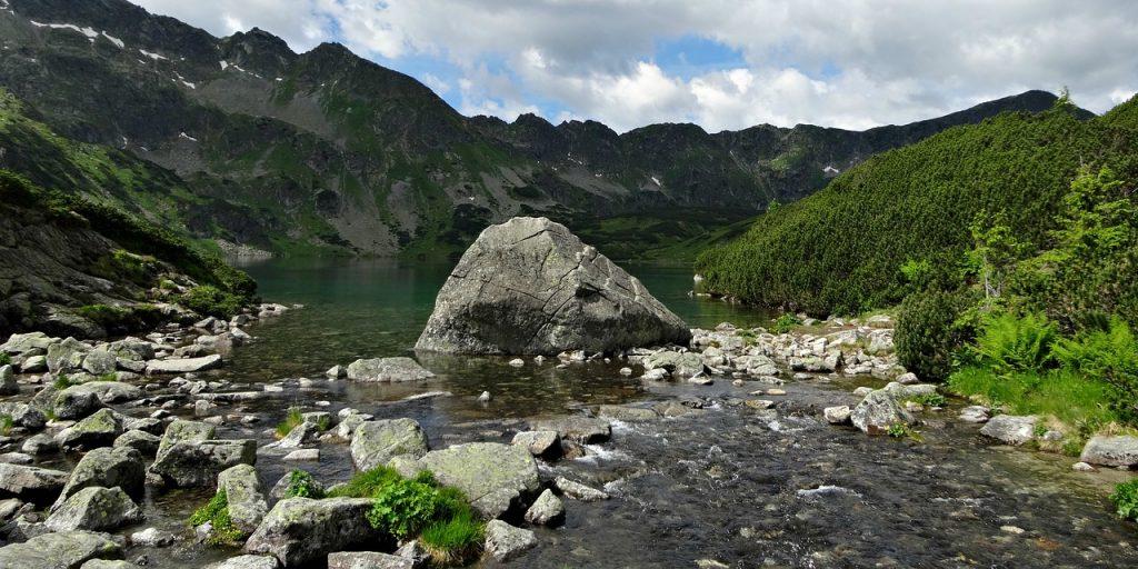 tatry-skaly-jezioro.jpg