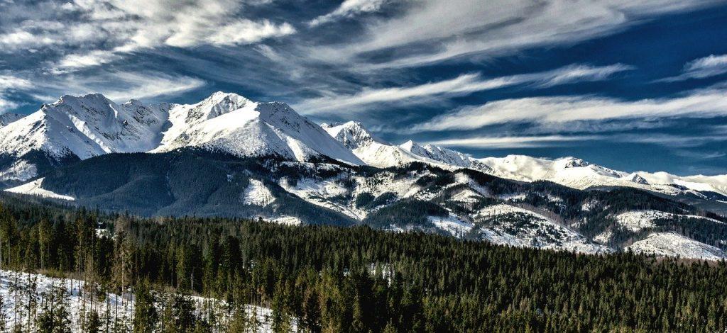 chmury-nad-osniezonymi-szczytami-tatr.jpg