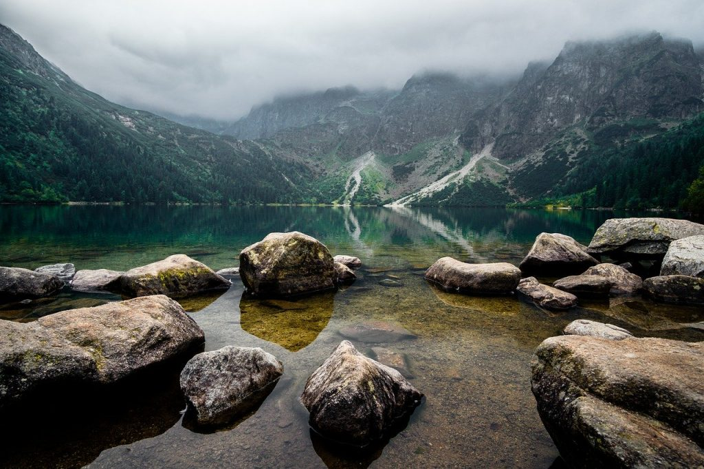 dolina-pieciu-stawow-jezioro.jpg
