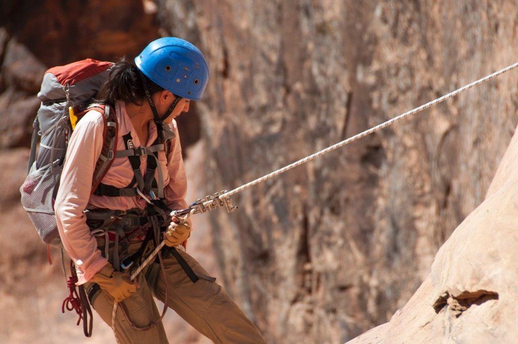 kobieta-wspina-sie-na-linie.jpg
