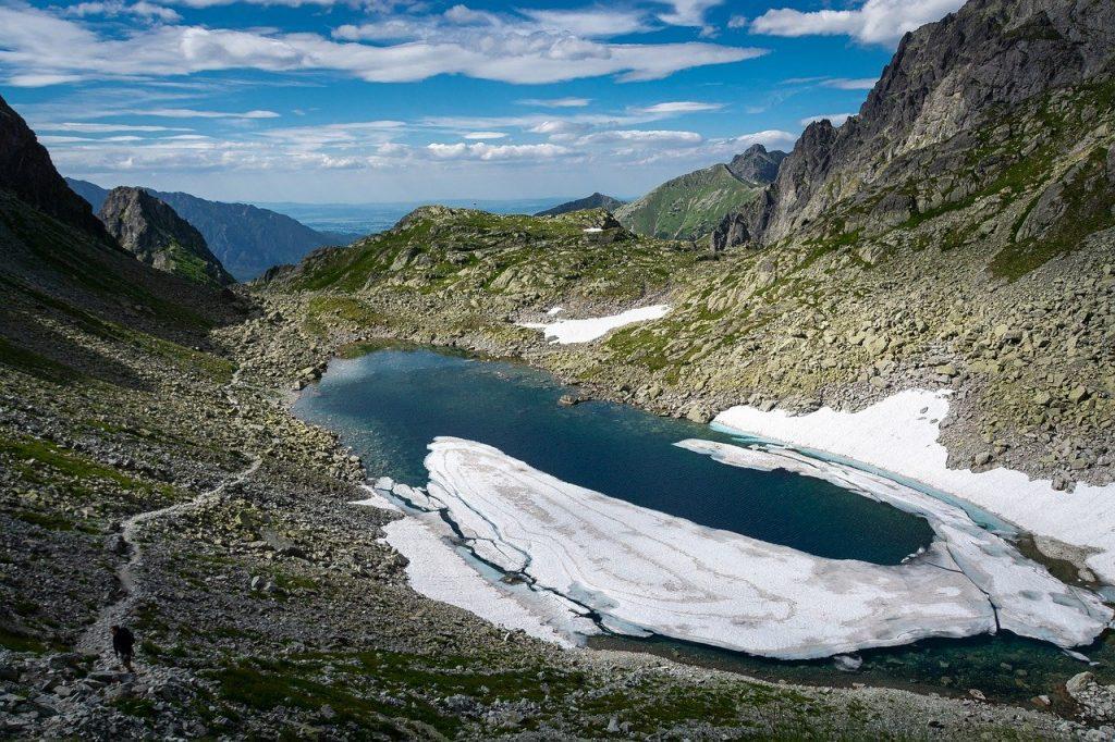 staw-tatrzanski-szlak-dolina-pieciu-stawow.jpg