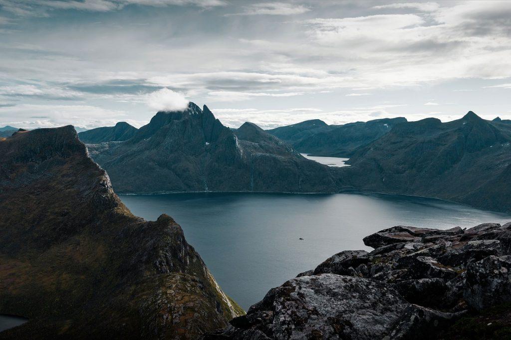 Górzysty archipelag