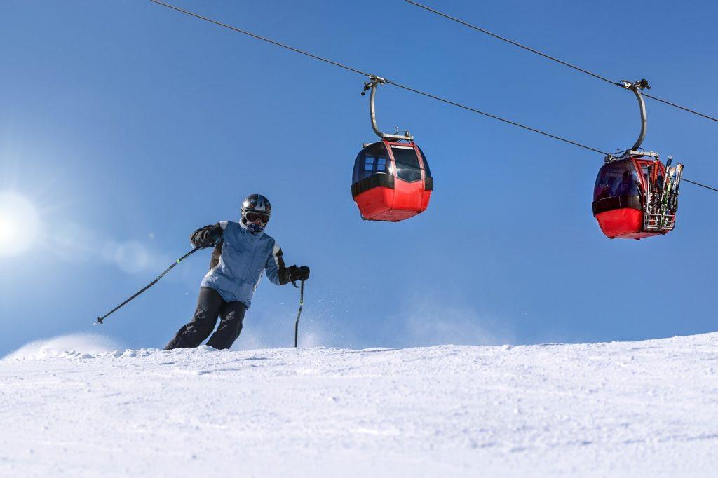 """Stacja narciarska """"Kasina"""" pod Śnieżnicą"""