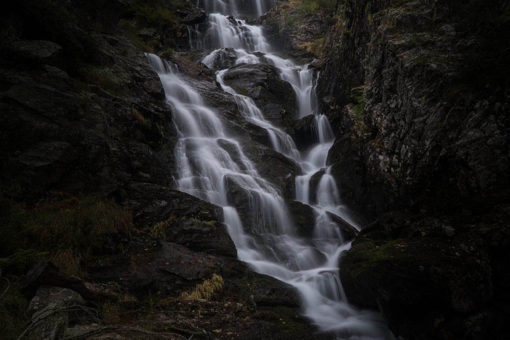 Rzeka Metuje i dwa wodospady