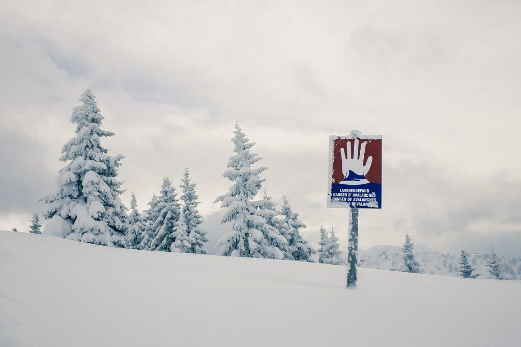 zima-w-górach-znak-ostrzegawczy.jpg