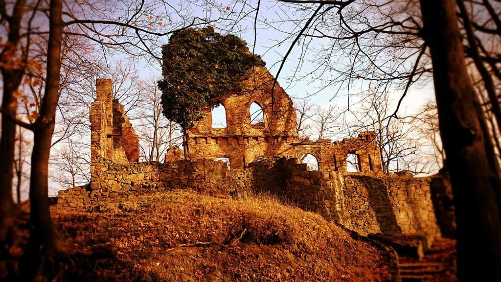 ruiny-starego-ksiaza.jpg