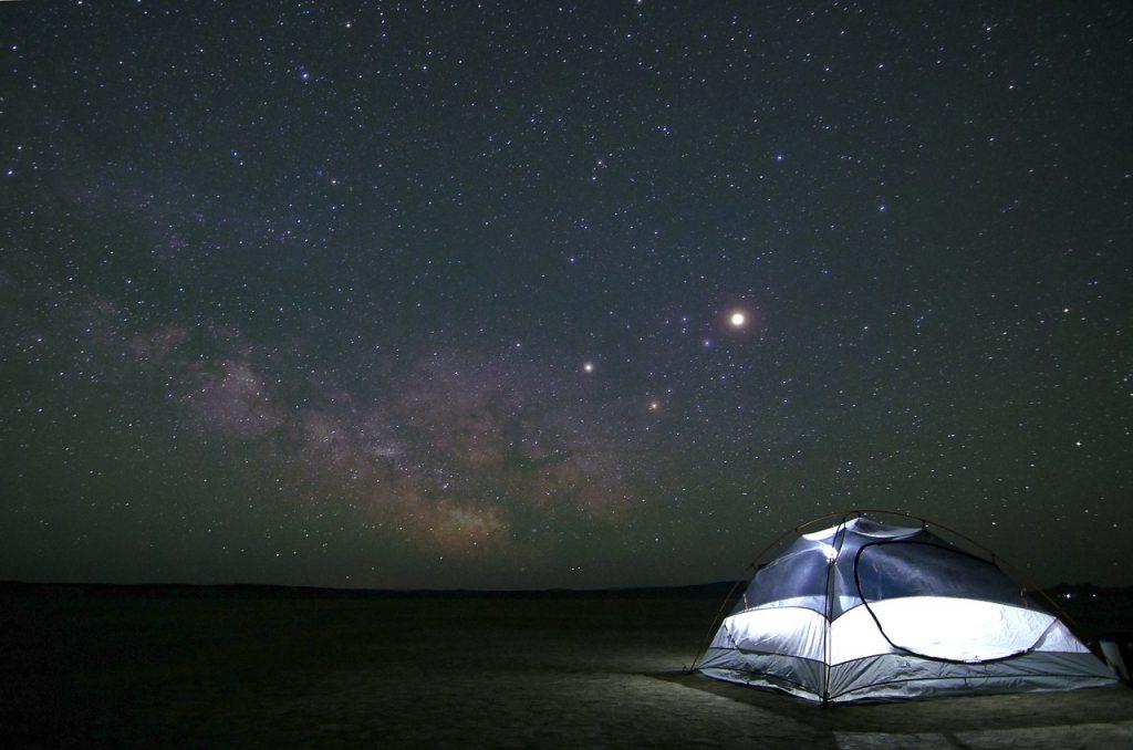 namiot w nocy bez tropiku