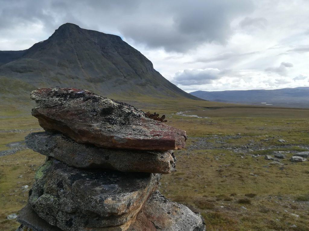 kopczyk kamieni w górach