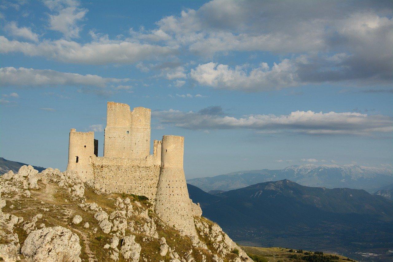 Zamek na wzgorzu Apeniny