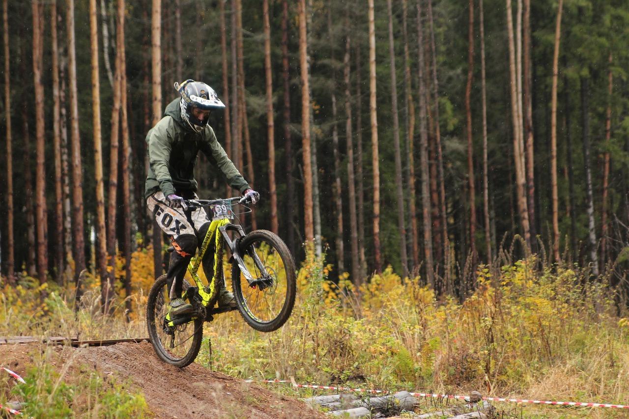Rowerzysta w gorach