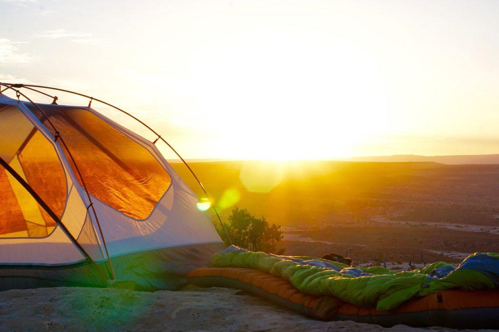 zachód słońca w namiocie